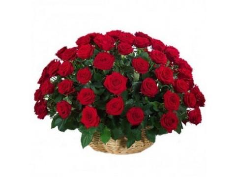 81 красная роза в корзине