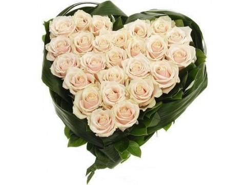 Сердце (кремовые розы)