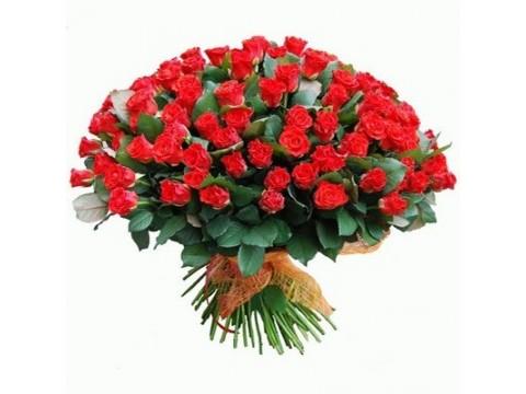 81 червона троянда